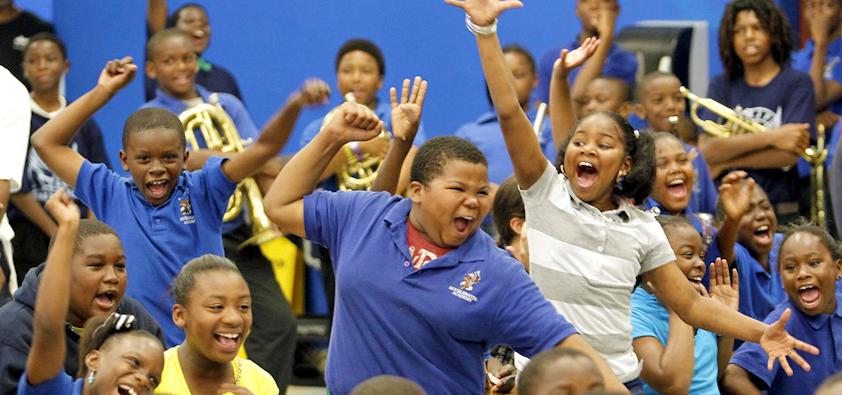 Brady students cheer